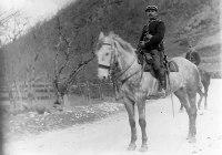 Gendarmes à cheval arrivant au Pont Peyrou Eschalier vers 1905_1